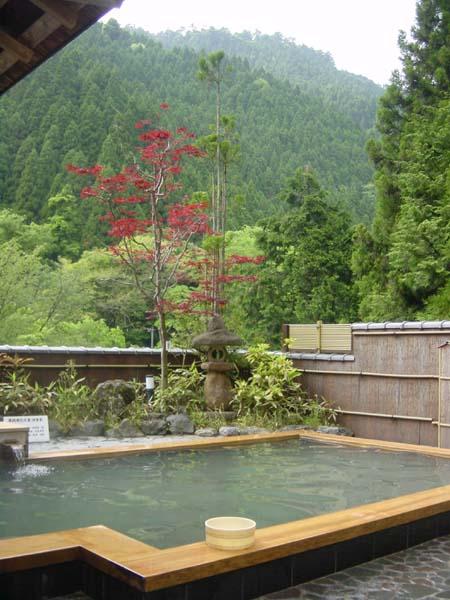 http://www.secret-japan.com/onsen/pic/Kyoto%20ICFC%2059%20-%20Kurama%20onsen.jpg